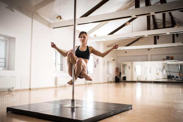Mengenal Pole Dance Dan Manfaatnya! 14