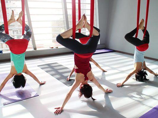 5 Manfaat Yoga Aerial Bagi Kesehatan yang Sayang Jika Dilewatkan 5