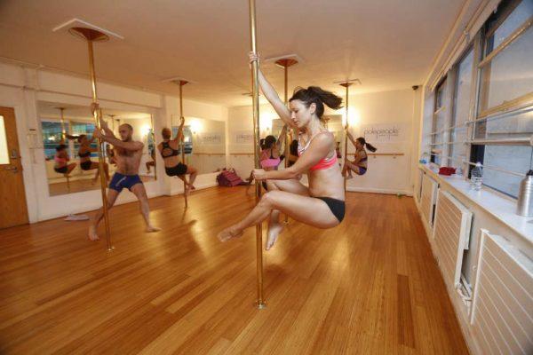 Mengenal Pole Dance Dan Manfaatnya! 5
