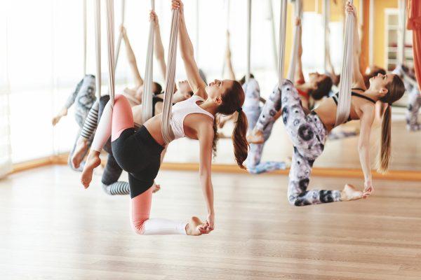 5 Manfaat Yoga Aerial Bagi Kesehatan yang Sayang Jika Dilewatkan 14